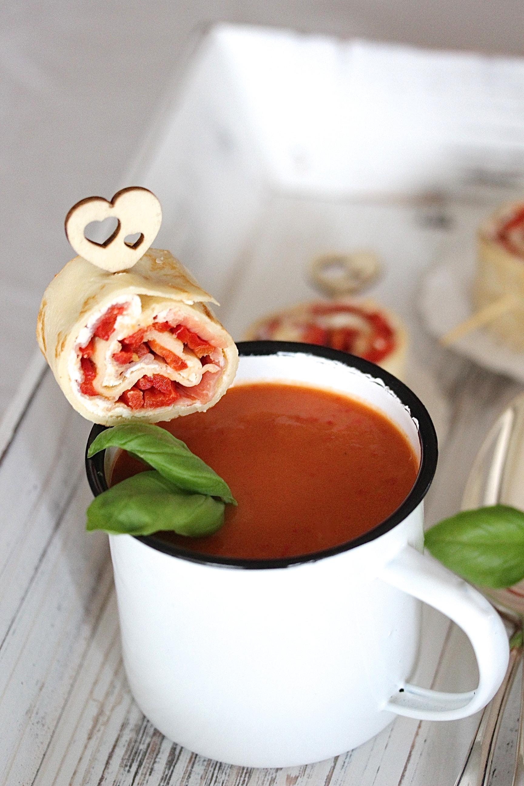Paprika Creme Suppe Serrano Persam Schinken Crepe Röllchen Rezept zum Osterbrunch Ostern kochen #ostern #suppe | Emma´s Lieblingsstücke