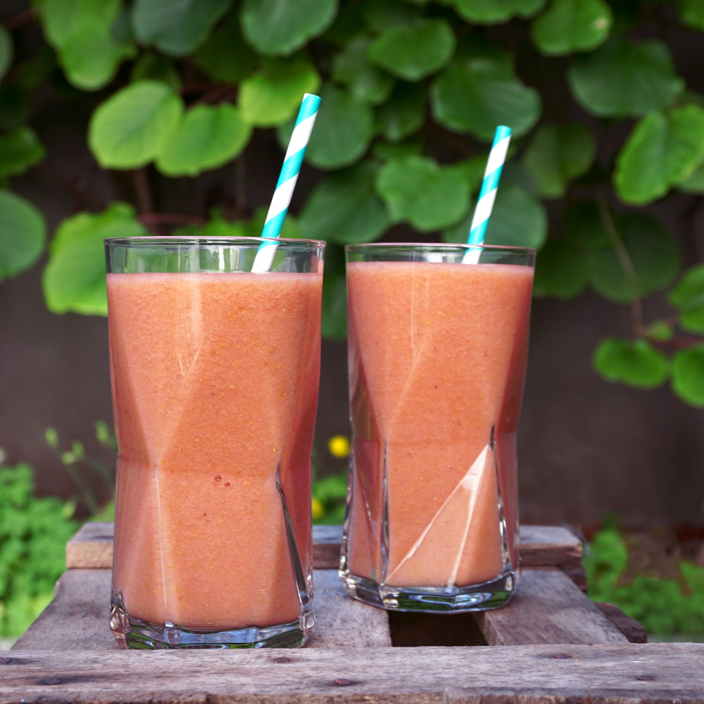 01_smoothie-sunday_birne-erdbeer-smoothie_titelbild