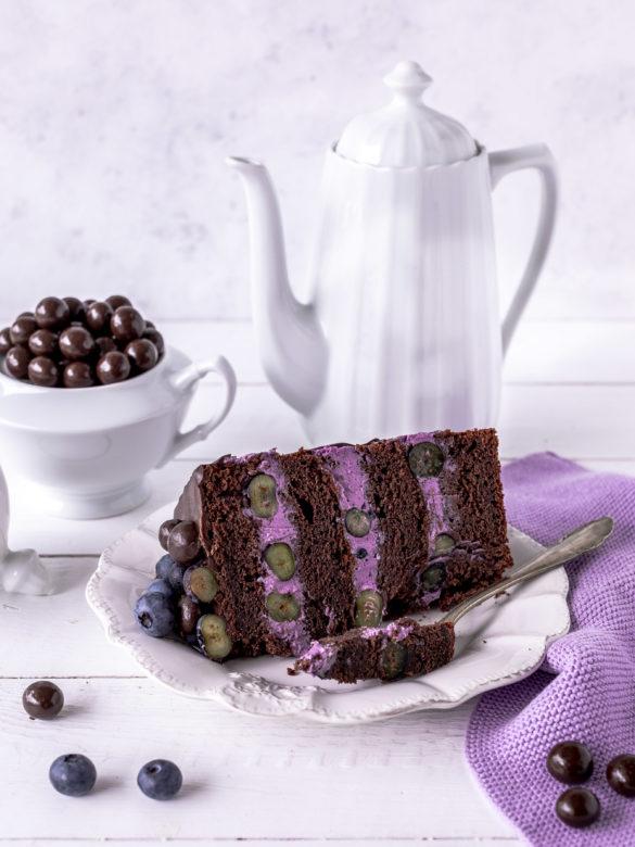 Blaubeer Schoko Layer Cake Rezept Torte Drip Cake backen Schokolade Blaubeere Heidelbeeren #dripcake #layercake #chocolate #schokolade #torte   Emma´s Lieblingsstücke