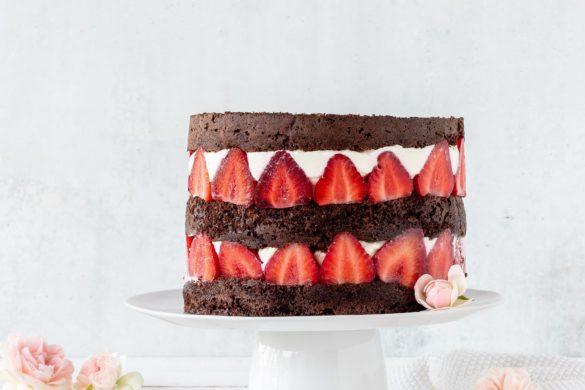 Rezept: Erdbeer Schokoladen Doppeldecker Torte mit Baiser backen #torte #erdbeeren #schokolade #strawberry #cake #backen   Emma´s Lieblingsstücke