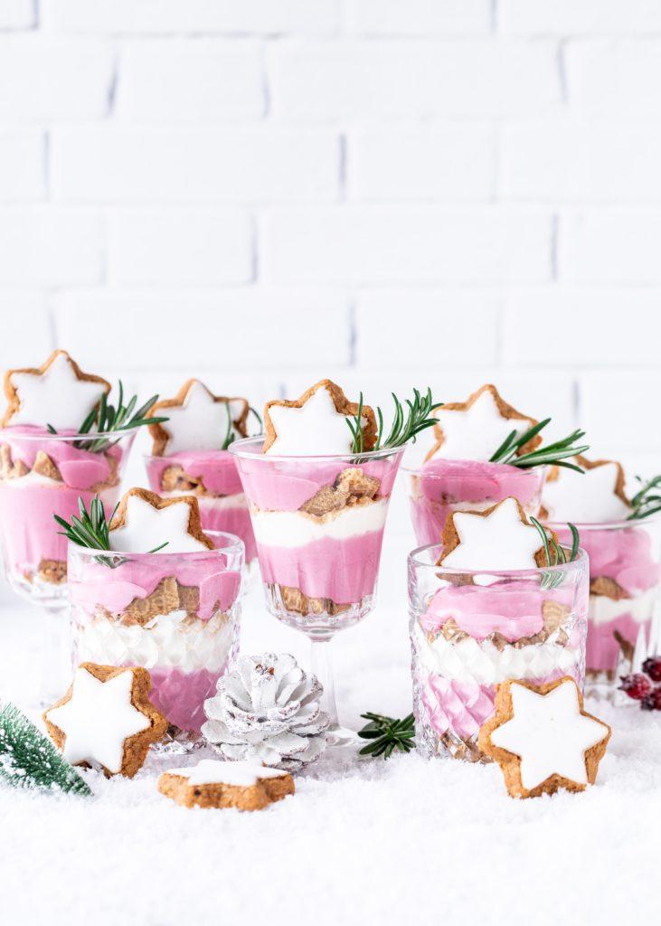 einfaches Rezept für Cranberry Beeren Spekulatius Dessert #dessert #weihnachten #christmas #cranberry #schichtdessert #dessertinajar