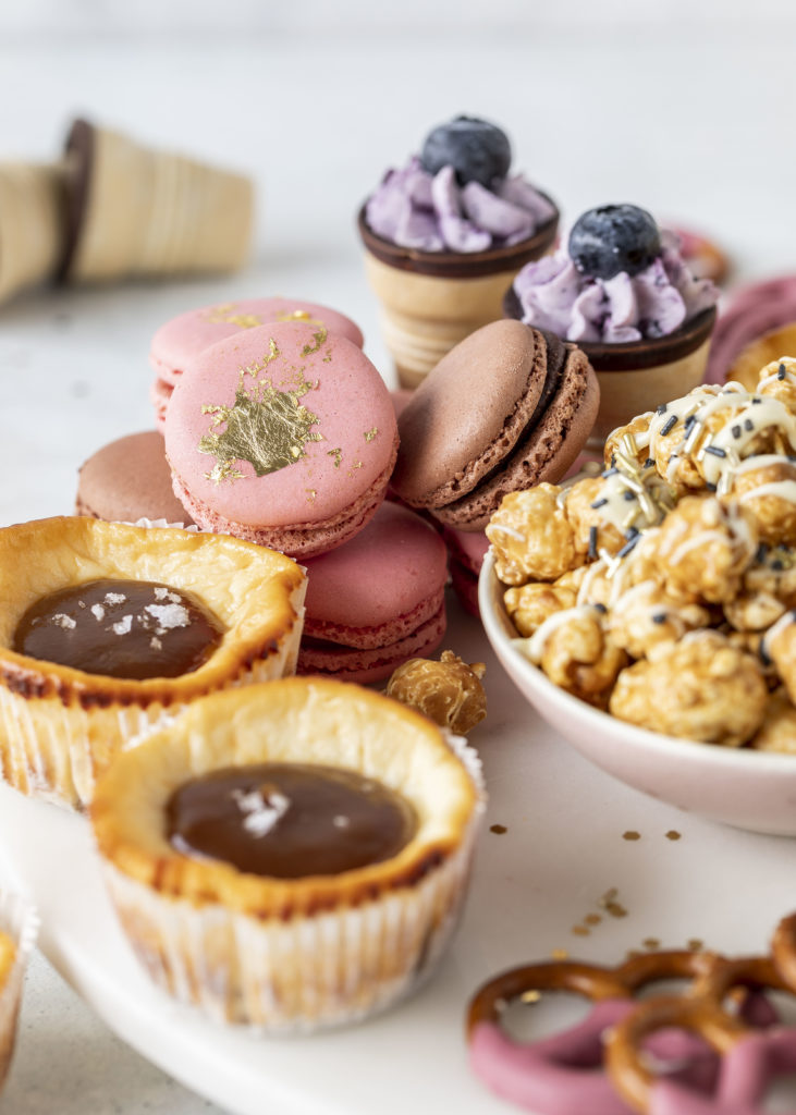 Grazing Board Sweet Silvester Candy Cheesecake Minis #silvester #backen #kuchen #party