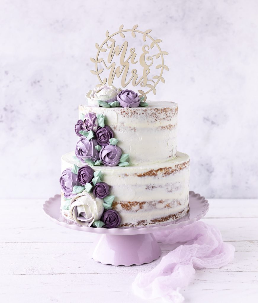 Zweistöckige Hochzeitstorte mit Buttercreme Blumen Swiss Meringue Backen Backbuch Fondant Rezept Anleitung Tutorial Emma's Lieblingsstücke