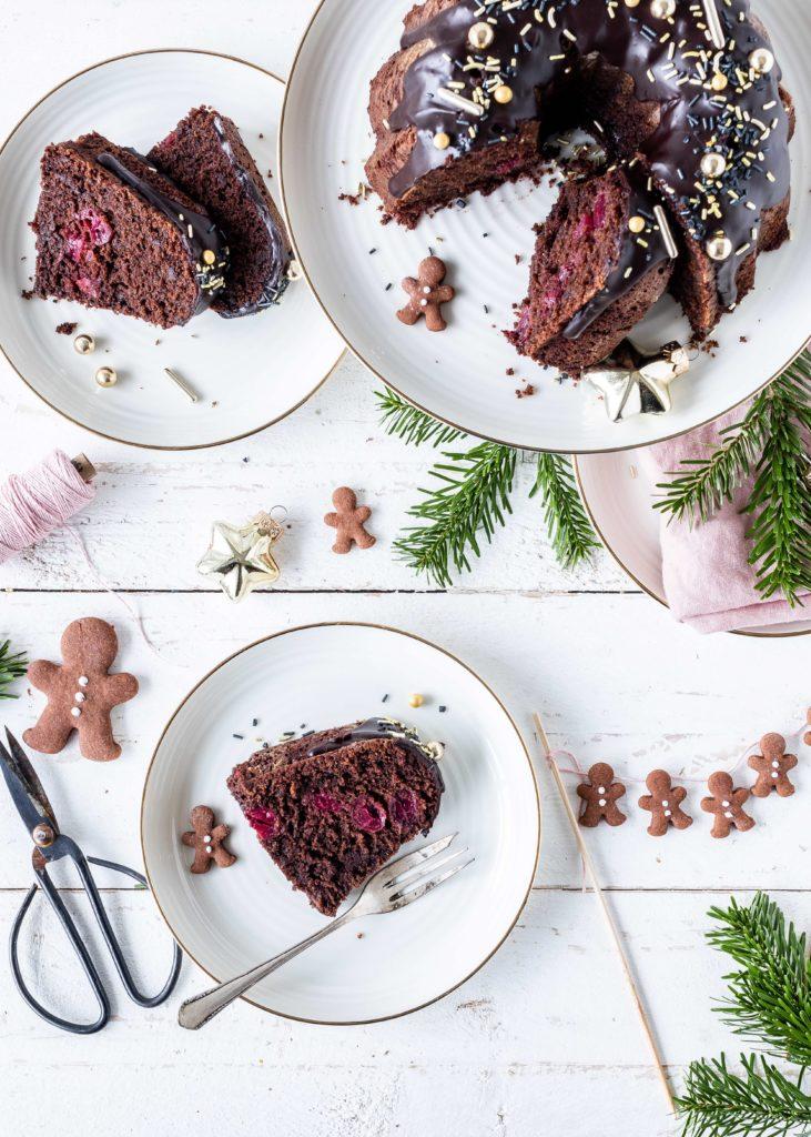 Leckeres Rezept für einen Lebkuchen Gugelhupf mit Glühweinkirschen lecker backen Weihnachten Schokolade #chocolate #bundtcake #christmas #gugelhupf #rührkuchen #kirschen Emmas Lieblingsstücke