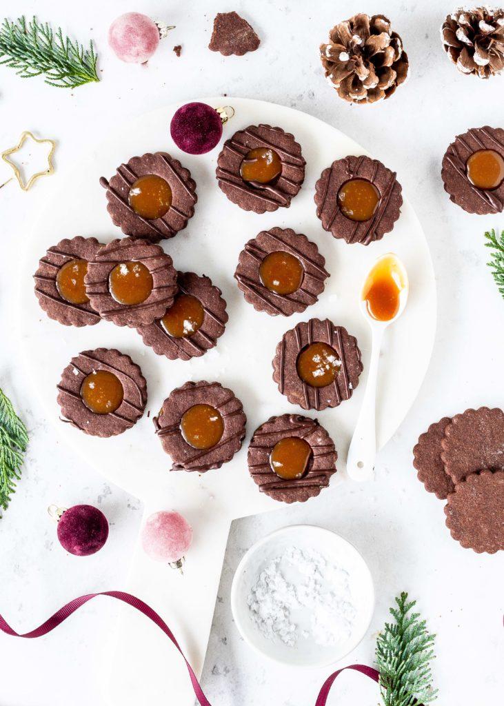 Schokoladen Spitzbuben mit Salted Caramel Rezept Plätzchen backen Karamell Weihnachten