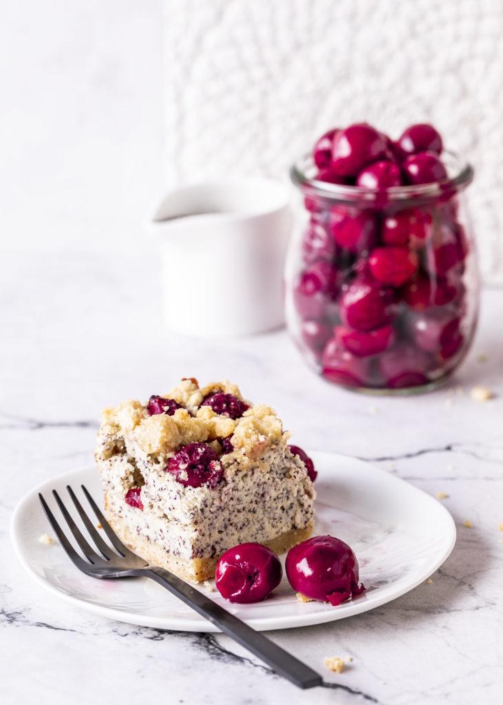 Streusel-Quark-Kuchen mit Mohn und Kirschen Rezept Käsekuchen Blechkuchen backen einfach easypeasy #Käsekuchen #streusel #blechkuchen #mohn #kirschen #backen | Emma´s Lieblingsstücke