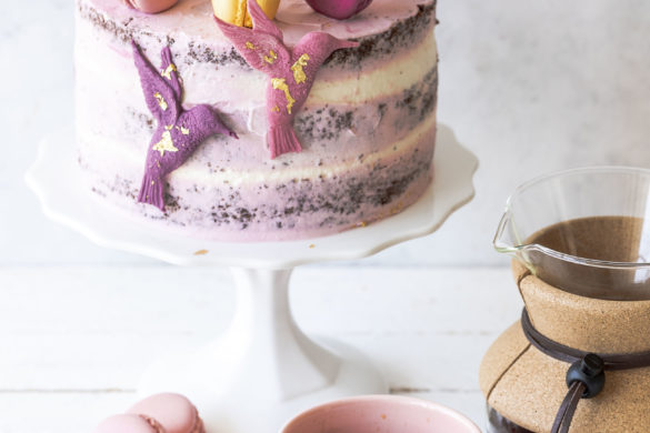 Werbung - Rezept: Double Chocolate Coffee Cake im Kolibri Design mit dunkler und weißer Schokolade Torte backen Schokoladentorte Kaffee #galavoneduscho #kreationdesjahres #zeitfürmich #auszeit #genussmomente #kaffeeliebe #verwöhnprogramm #kaffeezeit #torte #schokolade #doublechocolate #kaffee #kolibri   Emma´s Lieblingsstücke