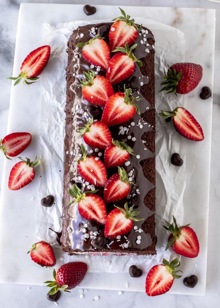 Leckeres Rezept: Erdbeer Schokoladen Biskuitrolle backen mit Quark cakeroll Torte Kuchen #biskuitrolle #erdbeeren #torte foodblog #foodphotgraphy #foodstyling #backen #cake | Emma´s Lieblingsstücke