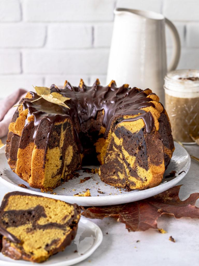 Kürbis Marmor Gugelhupf Rezept Pumpkin Spice Bundtcake backen #pumpkinspice #pumpkincake #kürbis #gugelhupf #kuchen #herbst Emma´s Lieblingsstücke