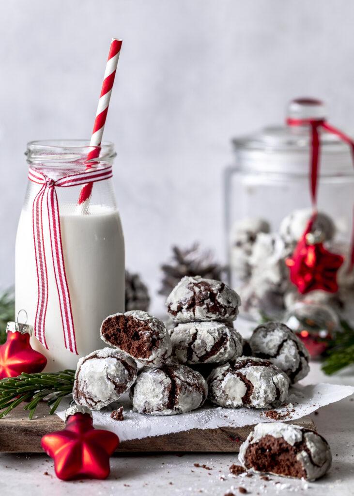 Chocolate Crackle Cookies. Schoko Schneebälle backen. Plätzchen. Weihnachten. backen. Schokolade. Emmas Lieblingsstücke