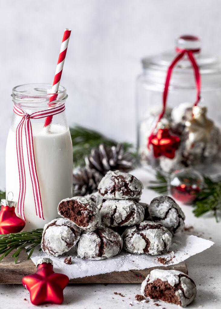 Crackle Cookies. Schoko Schneebälle backen. Plätzchen. Weihnachten. backen. Schokolade. Emmas Lieblingsstücke