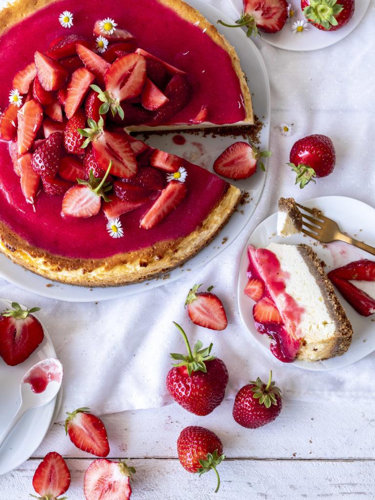 Rezept: Erdbeer Käsekuchen mit Keksboden backen Einfach lecker schnell gemacht Cheesecake #cheesecake #erdbeeren #backen #Käsekuchen foodblog foodblogger food Photograph | Emma´s Lieblingsstücke