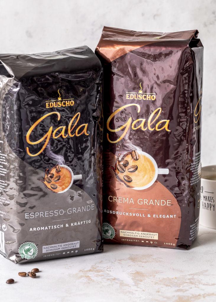 Kaffee Cupcakes Rezept mit Feder Deko backen Emmas Lieblingsstücke