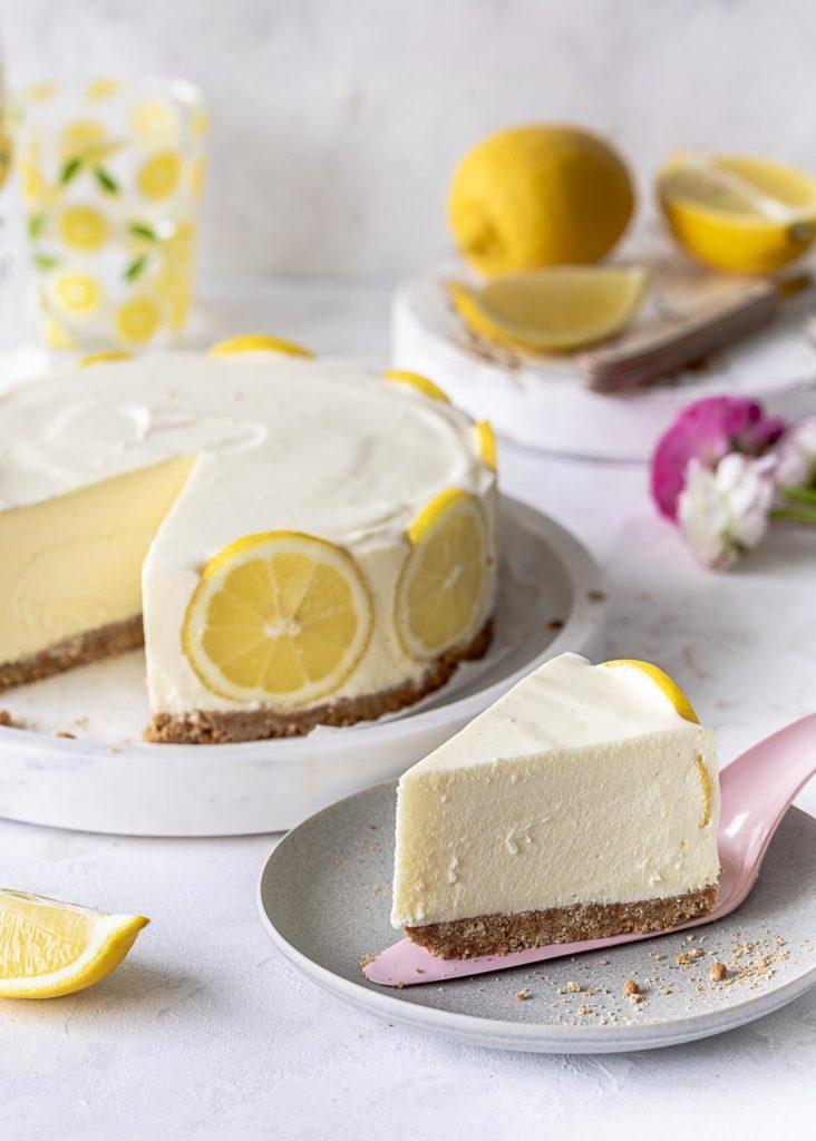 Einfacher Zitronen Cheesecake ohne backen mit Keksboden nobake Rezept Kühlschranktorte Käsekuchen #lemon #cheesecake Emmas Lieblingsstücke