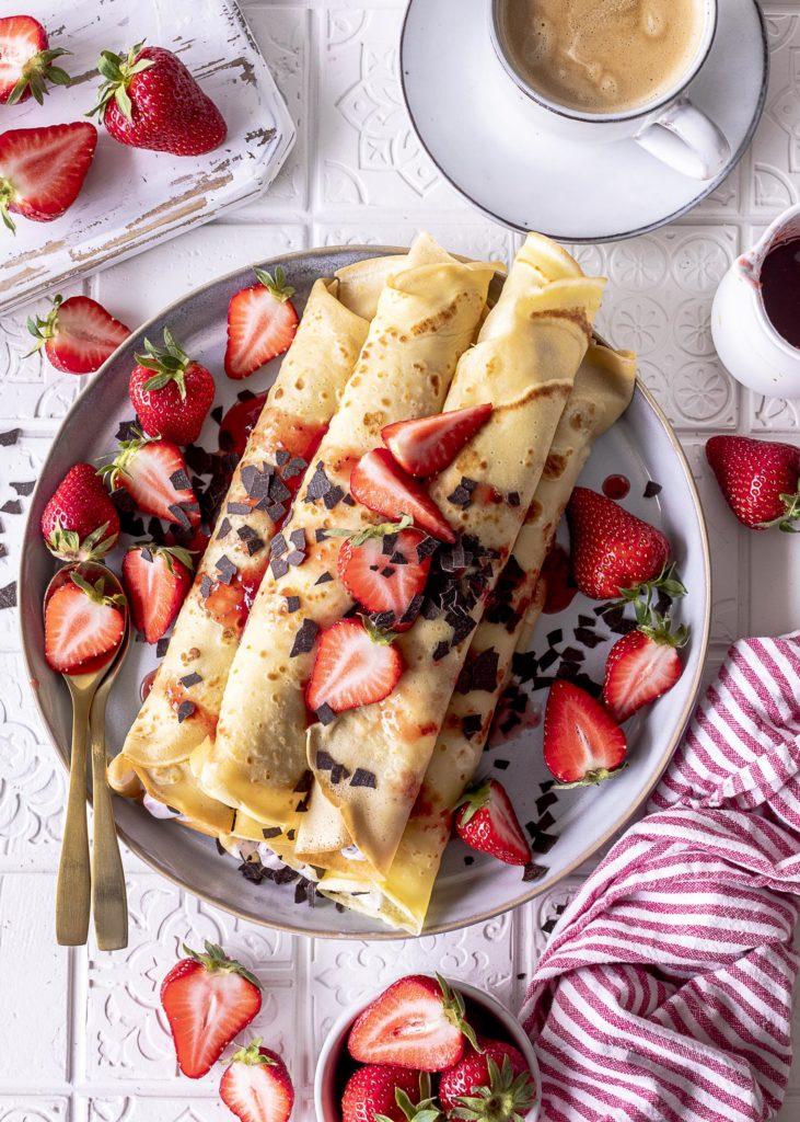 Crêpes mit Erdbeer Stracciatella Füllung Einfaches Rezept für Pfannkuchen #crepes #lecker #einfach Emmas Lieblingsstücke