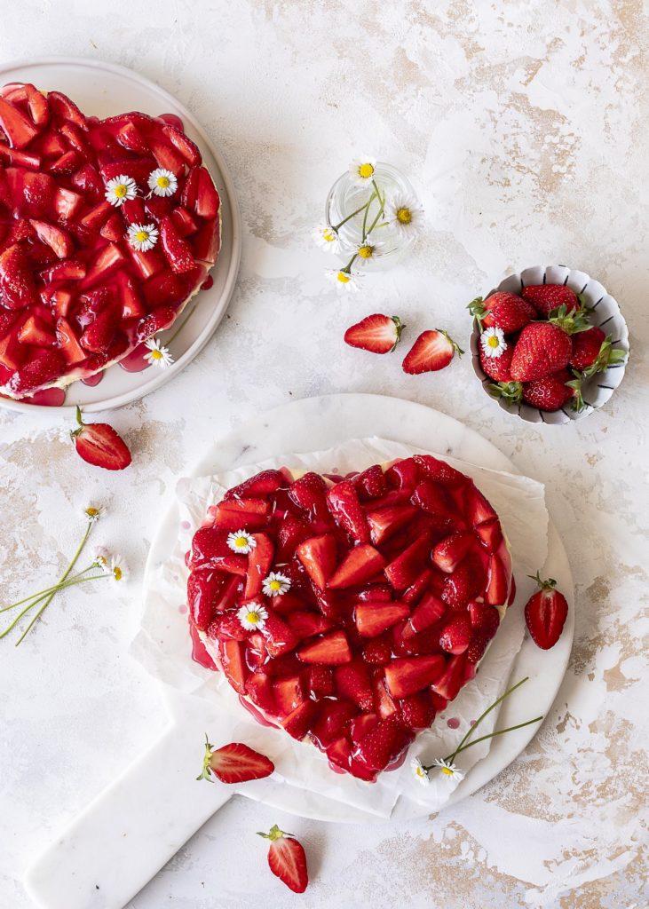 Erdbeer Vanille Herztorte mit weißer Schokolade zum Muttertag backen Emma´s Lieblingsstücke