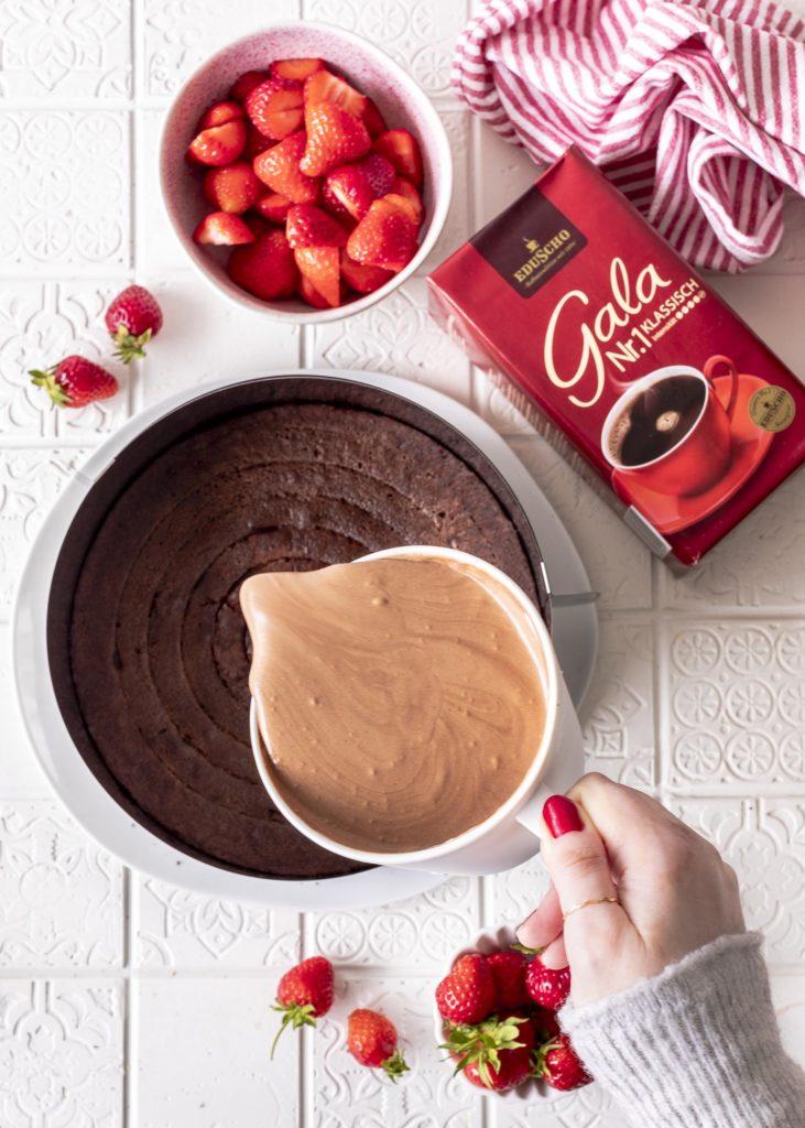 Erdbeer Brownie Torte mit Kaffee Schokomousse backen Emmas Lieblingsstücke