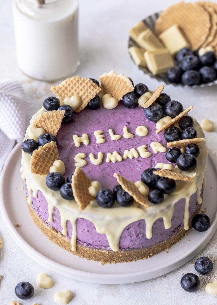 Blaubeer Cheesecake Rezept mit weißer Schokolade und Philadelphia - ohne backen #cheesecake #blaubeeren #nobake Emmas Lieblingsstücke