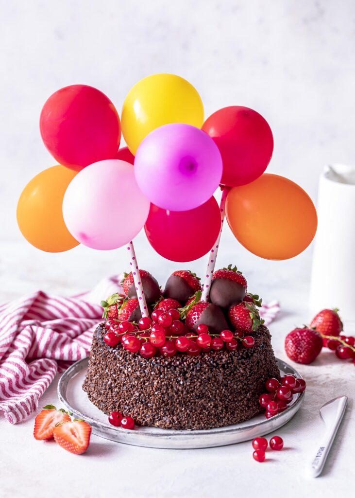 DIY: Zwei hübsche Cake Topper ganz einfach selber machen. #caketopper #torten #diy #cakedecorating Emmas Lieblingsstuecke