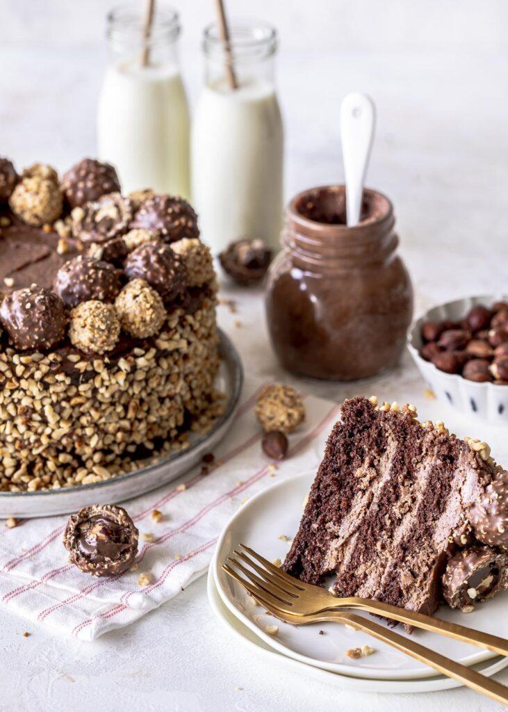 Nuss-Nougat-Torte mit selbst gemachtem Nougat aus Haselnüssen. #nougat #schokolade #torte #nüsse #nusstorte Emmas Lieblingsstücke