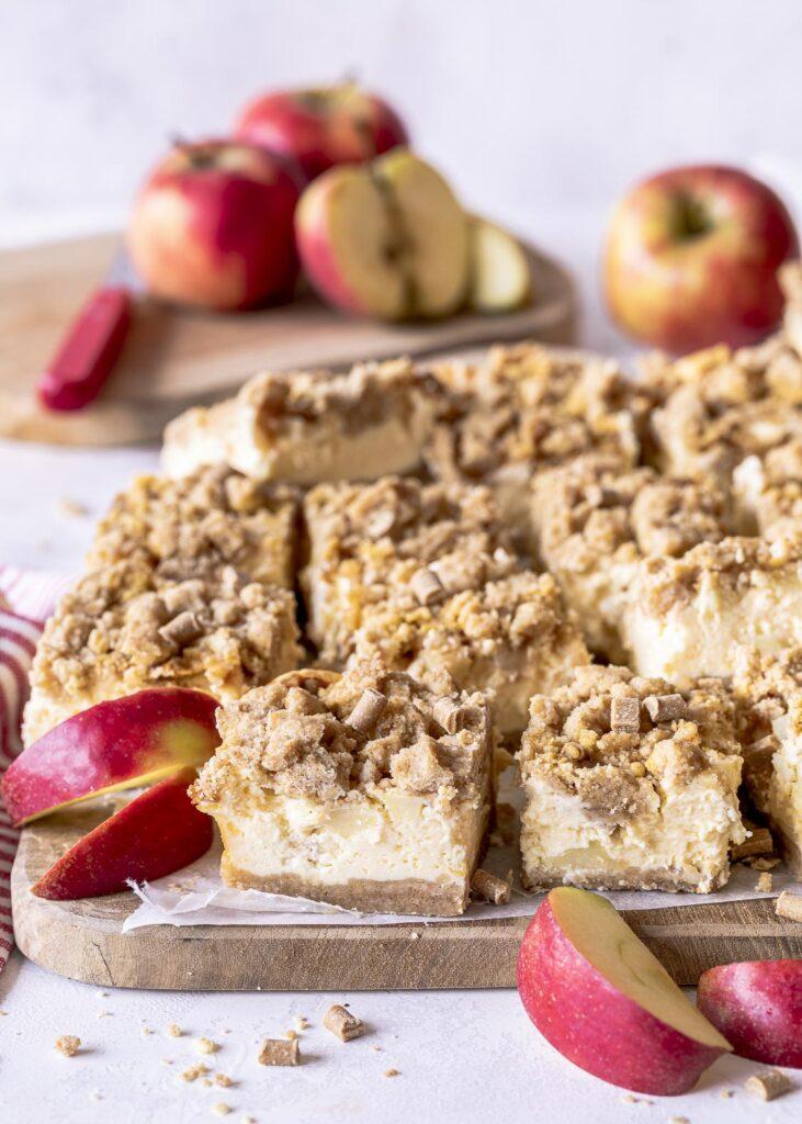 Apfel-Streusel-Käsekuchen mit Karamell Rezept. Einfach zu machen. Herbst Soulfood pur. Emmas Lieblingsstücke