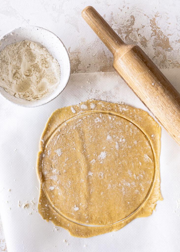 Medovik - Russische Honigtorte backen. Ein Klassiker mit Honig und einer leckeren Schmandcreme. Emmas Lieblingsstücke
