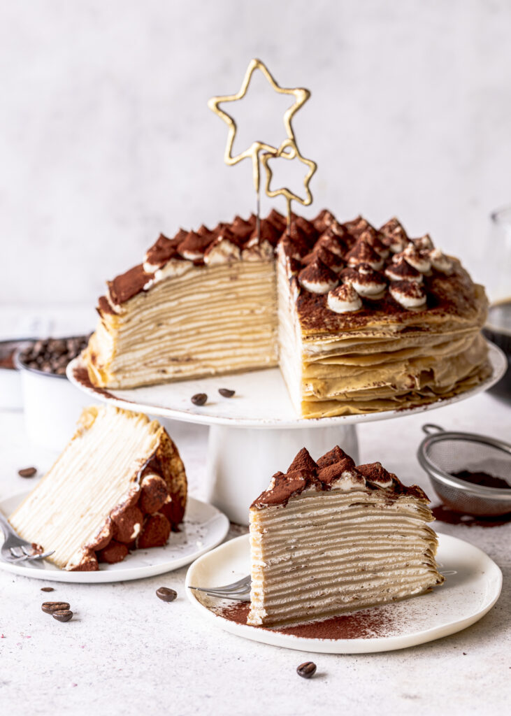 Tiramisu Crepe Torte backen Crepes Kuchen Rezept Pfannkuchentorte ganz einfach selber machen #crepes #crepetorte #crepekuchen #pfannkuchen #torte #backen #tiramisutorte #tiramisu Emmas Lieblingsstuecke
