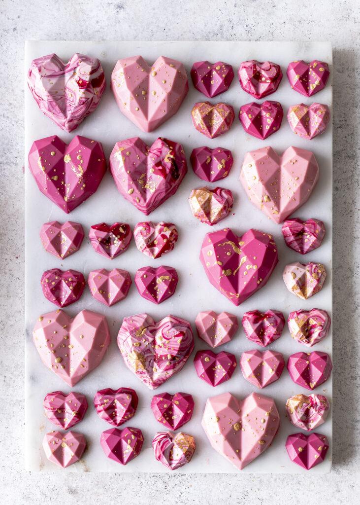 Himbeer Raffaello Cupcakes backen. Ein köstliches und gelingsicheres Rezept für Cupcakes mit Kokos und Himbeeren. Emmas Lieblingsstücke