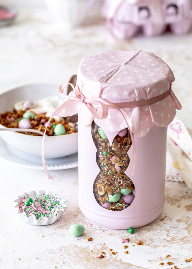 Carrot Cake Granola mit Kokos einfach selber machen und in einem DIY Glas  zu Ostern verschenken #ostern #diy #granola #carrotcake Emmas Lieblingsstücke
