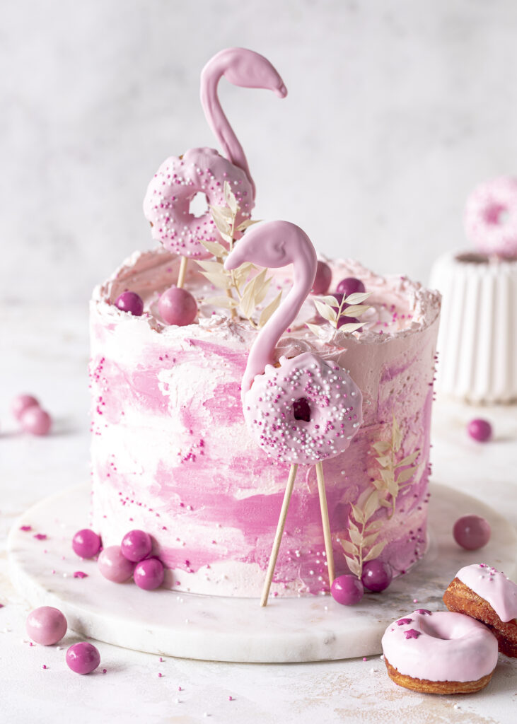 Flamingotorte mit Schokolade, Himbeeren und Kaffee selber backen. #flamingo #torte Emmas Lieblingsstücke